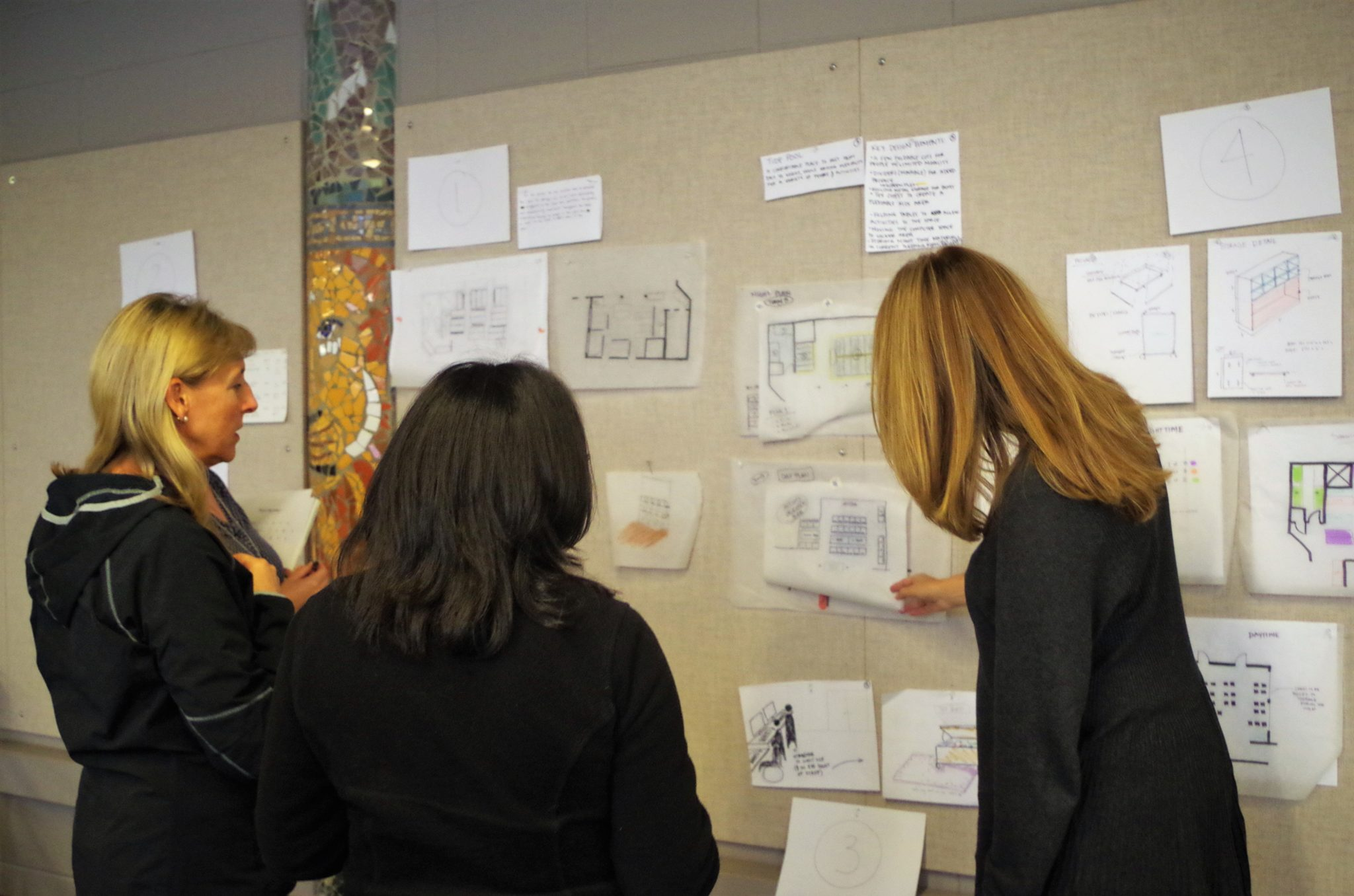 Judges discuss the pros and cons of various designs.
