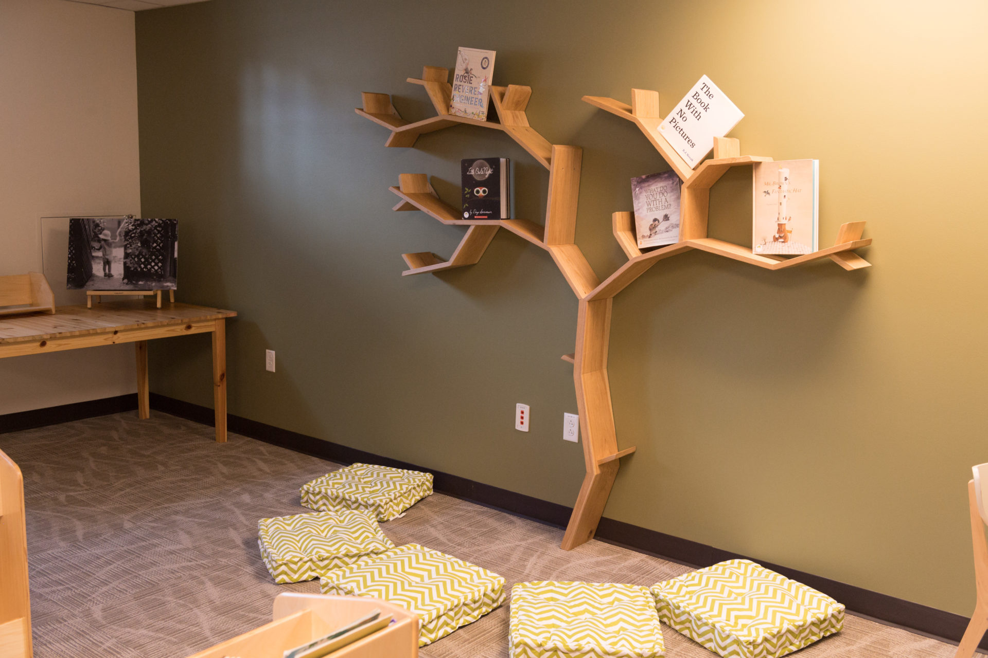 The tree bookshelf
