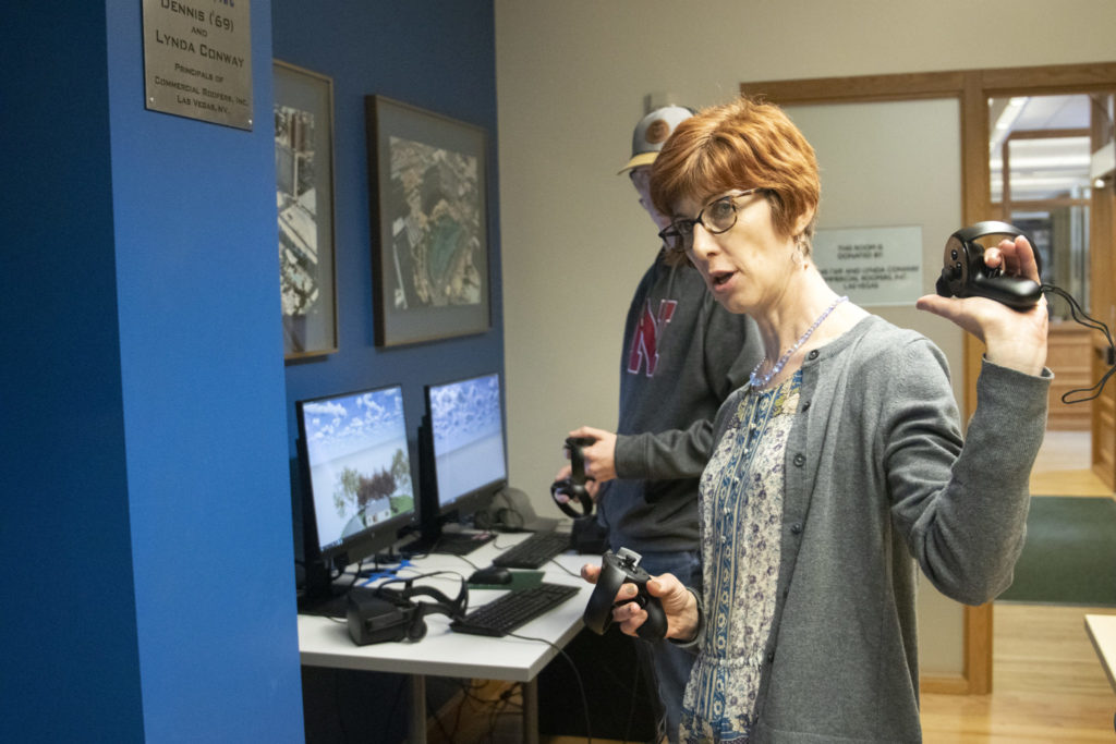 Svetlana Olbina explains the VR exercise to students in CON 131 Graphic Communications for Construction.