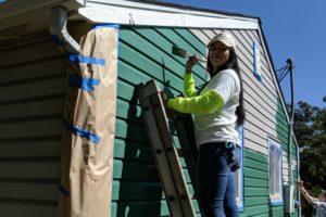 Graciela Chairez-Moreno painting a house
