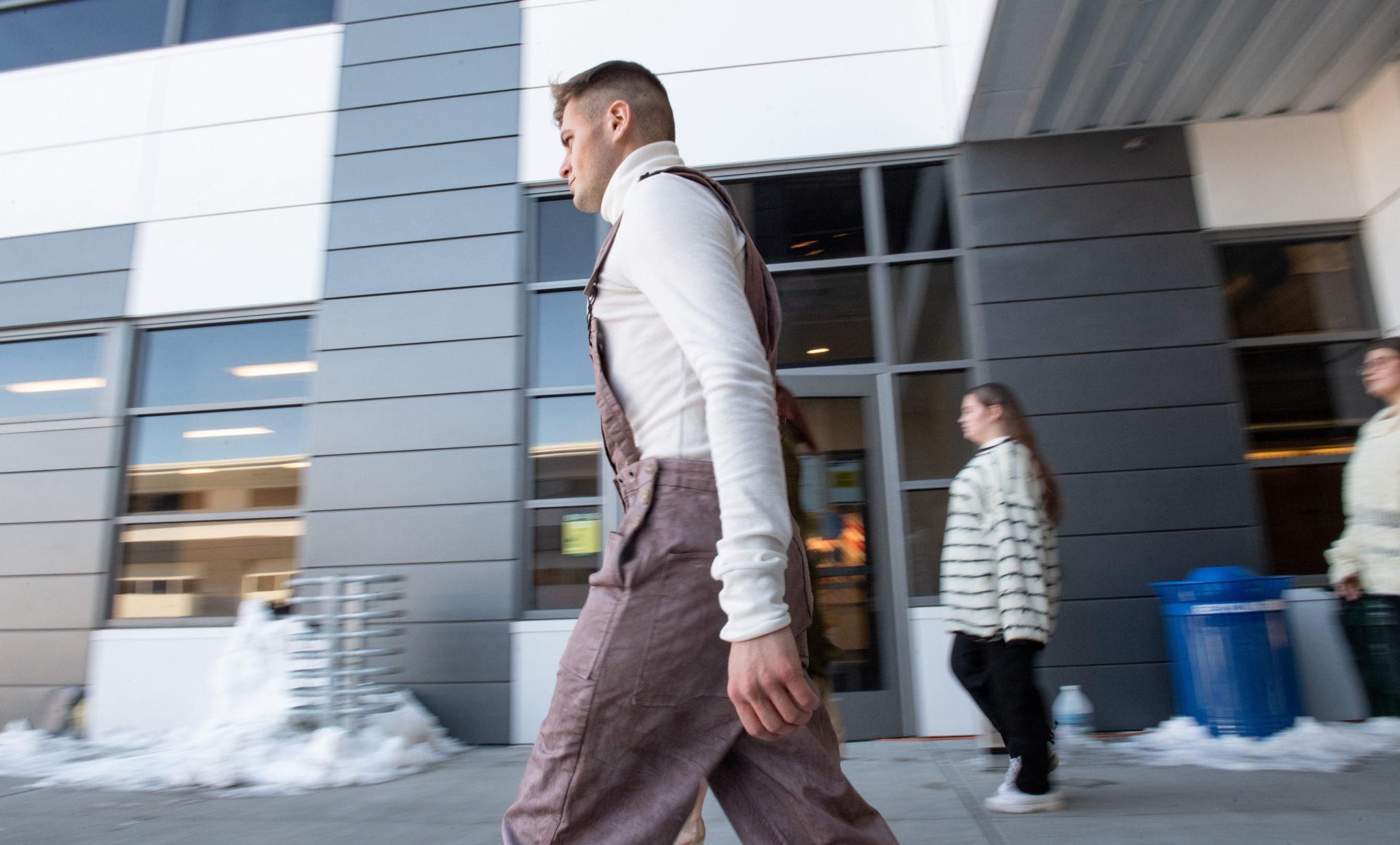 Model walking